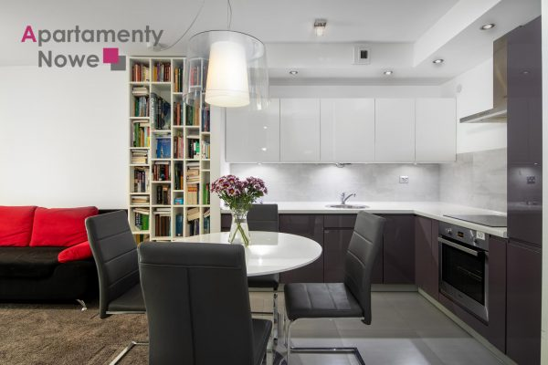 A functional, air-conditioned one-bedroom apartment 40 sqm in a modern building at Celarowska street