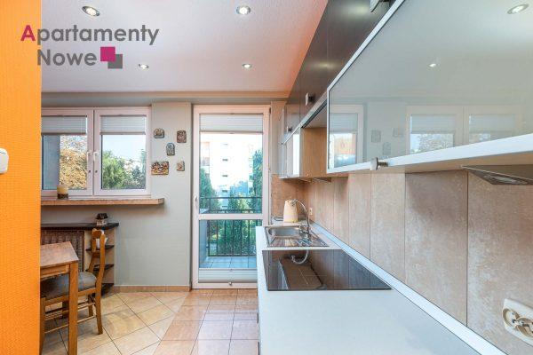 Przestronne dwupokojowe mieszkanie 51m2 z osobną kuchnią przy ul.Miechowity 8