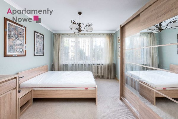 Functional, renovated apartment of 51 sqm with separate kitchen at Miechowity 8 Street