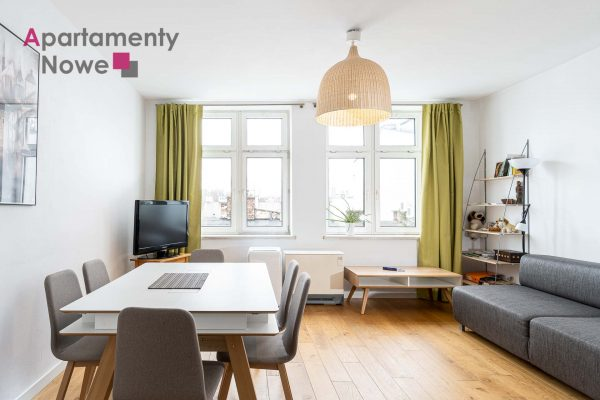 A spacious, two-level apartment with two bedrooms at Warszauera Street right next to Plac Nowy in Kazimierz district.
